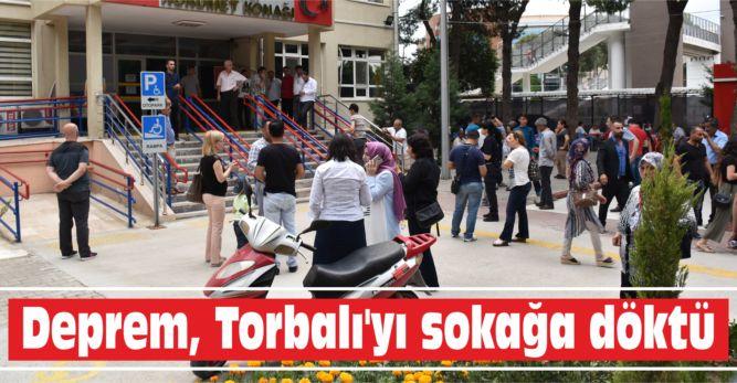Deprem, Torbalı'yı sokağa döktü