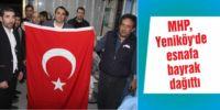 MHP, Yeniköy'de  esnafa bayrak dağıttı