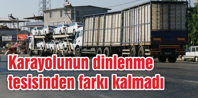 Yol kenarına park eden kamyonlar tehlikeyi ikiye katlıyor